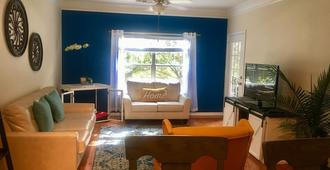Beautiful South Tampa Condo with Pool and Gym - Tampa - Wohnzimmer