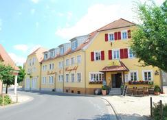 Landhotel und Weingasthof Schwarzer Adler - Abtswind - Building
