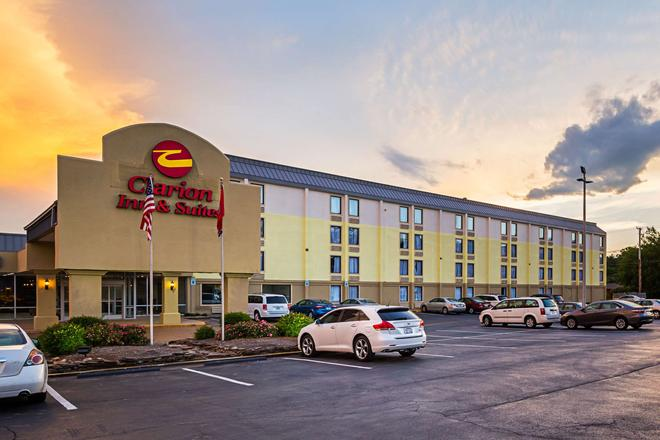 Clarion Inn and Suites near Downtown - Knoxville - Building