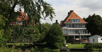 Hostel Lakeside - The Hague - Building
