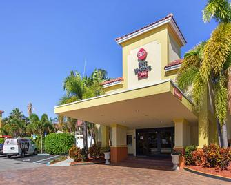 Best Western Plus University Inn - Boca Raton - Gebäude
