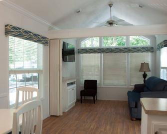 Sea Pines Rv Resort & Campground - Cape May Court House - Living room
