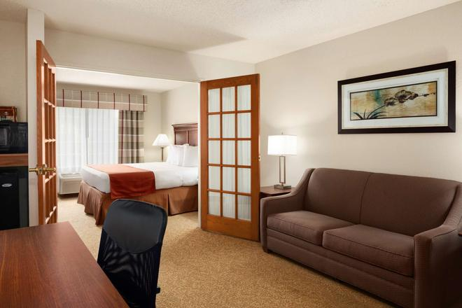 Country Inn & Suites by Radisson Grand Rapids Air - Cascade - Bedroom