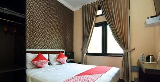 OYO 1396 D' Best Homestay - Surabaya - Bedroom