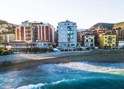 Hotel Maremola - Pietra Ligure - Edificio