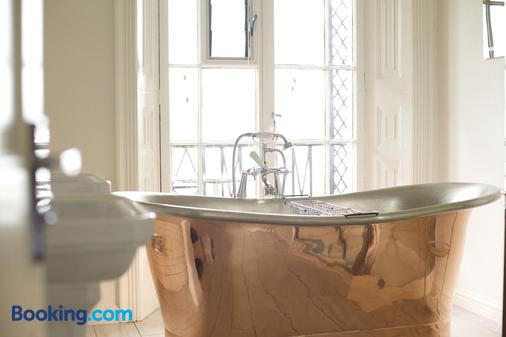 The Ness - Teignmouth - Bathroom