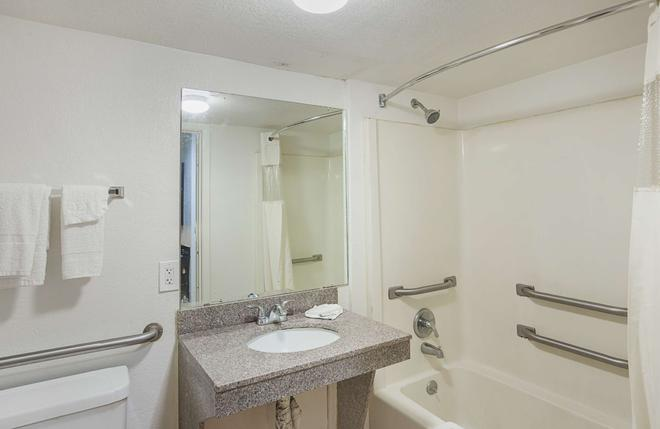 Studio 6 Fort Worth - Fort Worth - Phòng tắm