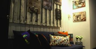 Island Breeze Hostel - Cebu Central - Cebu City - Living room
