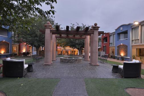 Best Western PLUS El Paso Airport Hotel & Conference Center - El Paso - Innenhof
