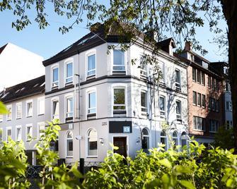 Hotel Liegeplatz 13 Kiel by Premiere Classe - Kiel - Building