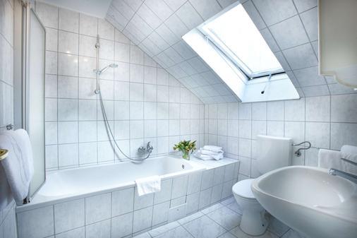 Hotel Liegeplatz 13 Kiel by Premiere Classe - Kiel - Bathroom