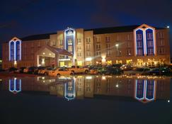 Cambridge Hotel and Conference Centre - Cambridge - Building