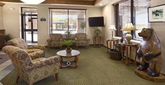 Days Inn & Suites by Wyndham Trinidad - Trinidad - Lobby