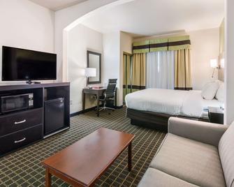 Clarion Inn & Suites - Weatherford - Slaapkamer