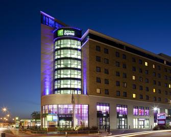 Holiday Inn Express London - Newbury Park - Ilford - Edificio