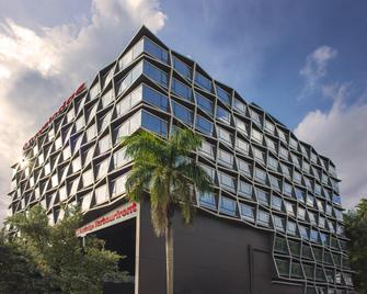 Travelodge Harbourfront - Singapore - Building