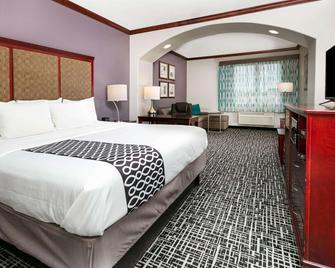 La Quinta Inn & Suites by Wyndham Lindale - Lindale - Ložnice