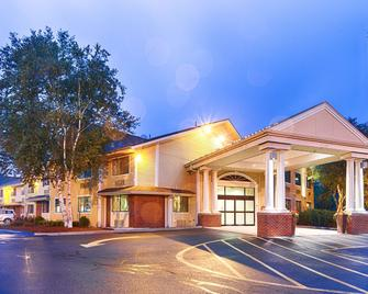 Best Western Plus The Inn at Sharon/Foxboro - Sharon - Building