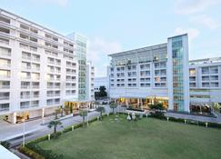 Kameo Grand Rayong Hotel & Serviced Apartments - Rayong - Gebäude