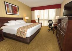 Drury Inn & Suites Columbus Convention Center - Columbus - Phòng ngủ