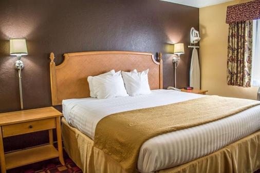 Quality Inn Hall of Fame - Canton - Bedroom