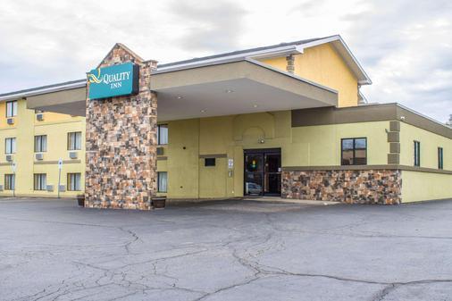Quality Inn Hall of Fame - Canton - Rakennus