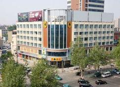 Super 8 by Wyndham Zibo Tong Qian - Zibo - Building