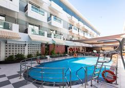 卡拉馬財富酒店 - 杜拜 - 游泳池