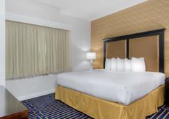 Best Western Plus Palm Court Hotel - Davis - Schlafzimmer