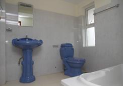 Hotel Yambu - Kathmandu - Bathroom