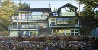 Beachside Villa Suites And Vacation Rentals - Juneau - Building
