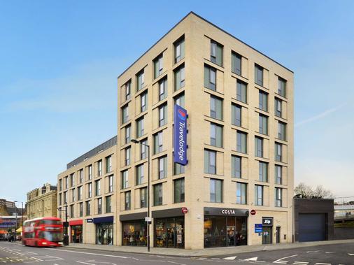 Travelodge London Hackney - London - Building