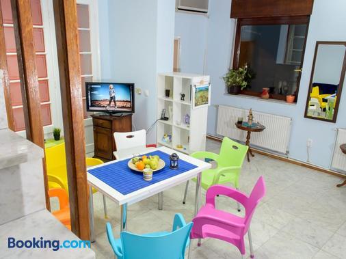 Hostel White Town - Belgrade - Dining room