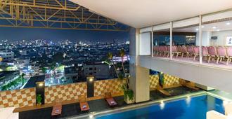 Best Western Mangga Dua Hotel and Residence - Jakarta - Pool