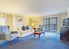 Wyndham Newport Onshore - Newport - Living room