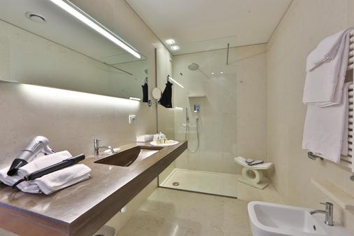 Best Western Plus Hotel Bologna - Venice - Bathroom