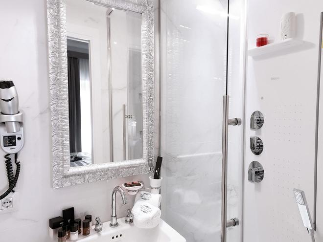 Piazza di Spagna Suite de Charme - Rome - Bathroom