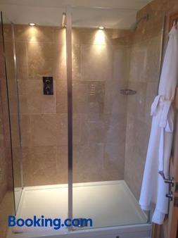 Ennios Boutique Hotel - Southampton - Bathroom
