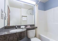 Microtel Inn & Suites by Wyndham Klamath Falls - Klamath Falls - Μπάνιο