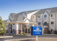 Microtel Inn & Suites by Wyndham Klamath Falls - Klamath Falls - Building