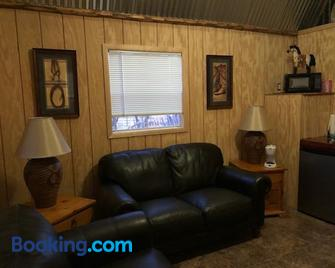 Double R Guest Ranch - Benson - Living room