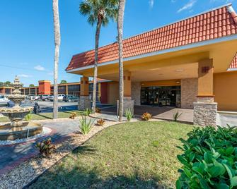 Quality Inn & Suites Riverfront - Palatka - Building