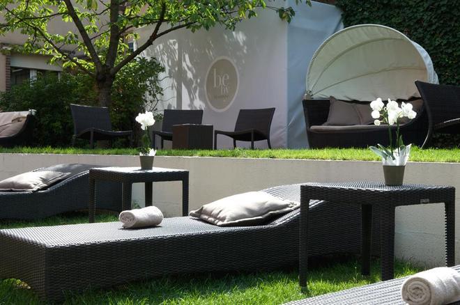 Best Western Premier Grand Monarque Hotel & Spa - Chartres - Patio