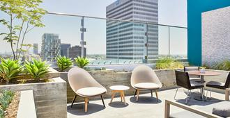 AC Hotel by Marriott Beverly Hills - Los Ángeles - Patio