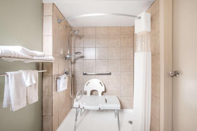 Days Inn by Wyndham Roswell - Roswell - Phòng tắm