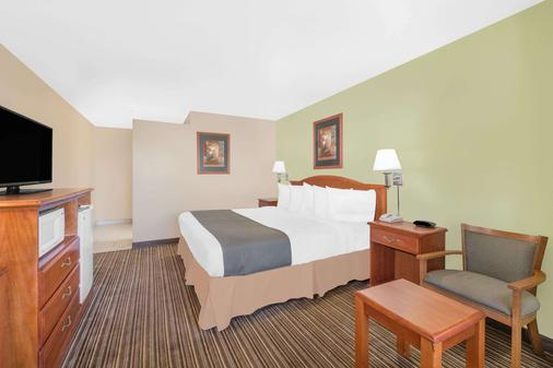 Days Inn by Wyndham Roswell - Roswell - Bedroom