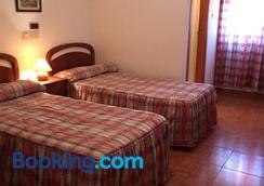 Hostal Los Chopos - Osorno la Mayor - Bedroom