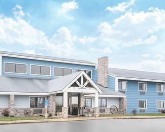 Baymont Inn & Suites Kasson Rochester Area - Kasson - Building