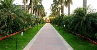 Aapno Ghar Resort - Gurugram - Outdoors view