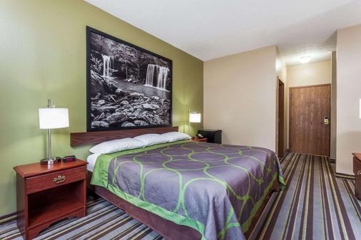 Super 8 by Wyndham La Grange KY - La Grange - Bedroom